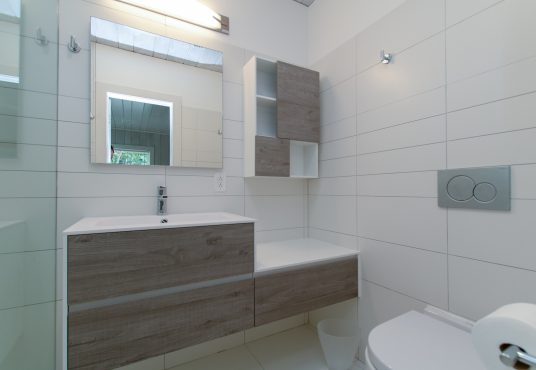 updated bathroom with modern fixtures