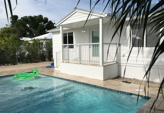 fully renovated quaint cottage located in islamorada with pool
